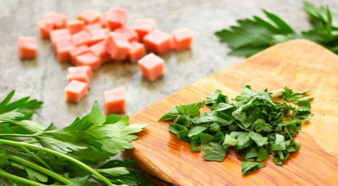 l_10336_cooking-with-parsley.jpg
