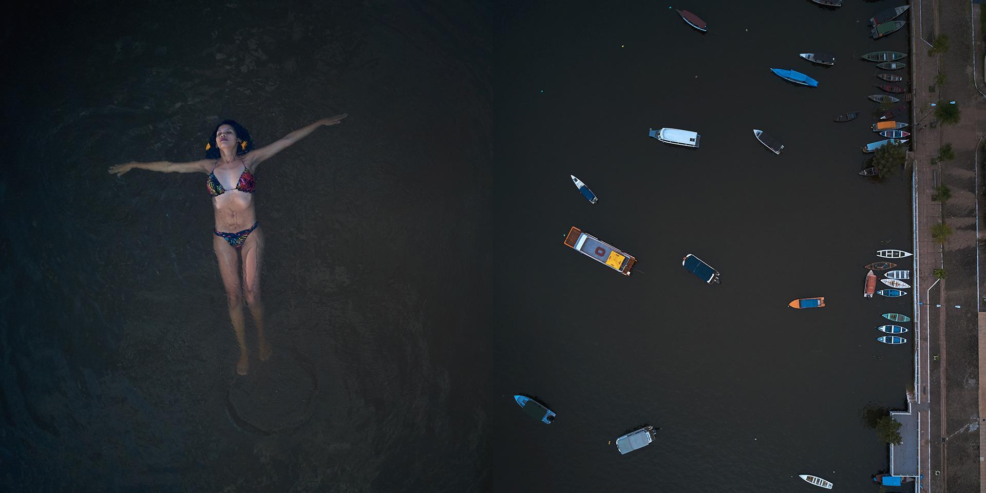 Una persona che nuota accanto al mare sporco di detriti