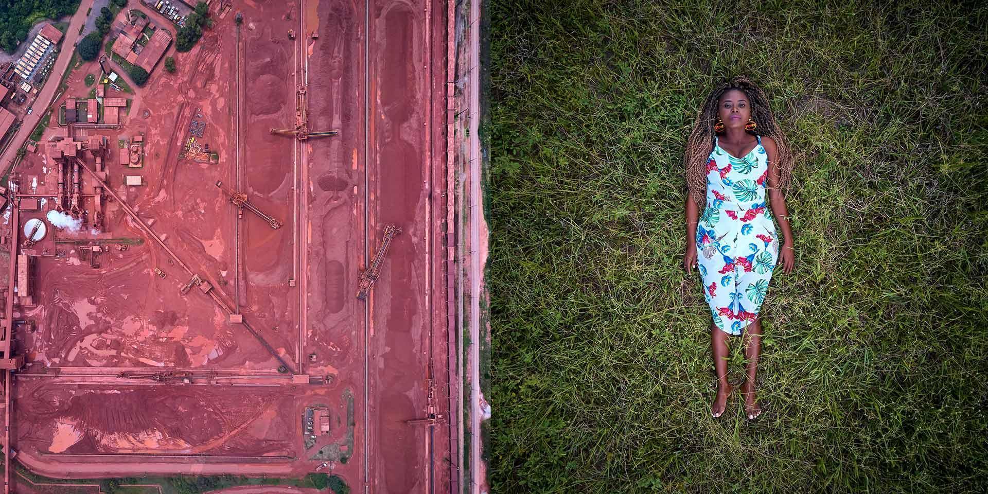 Una persona sdraiata con accanto un campo agricolo