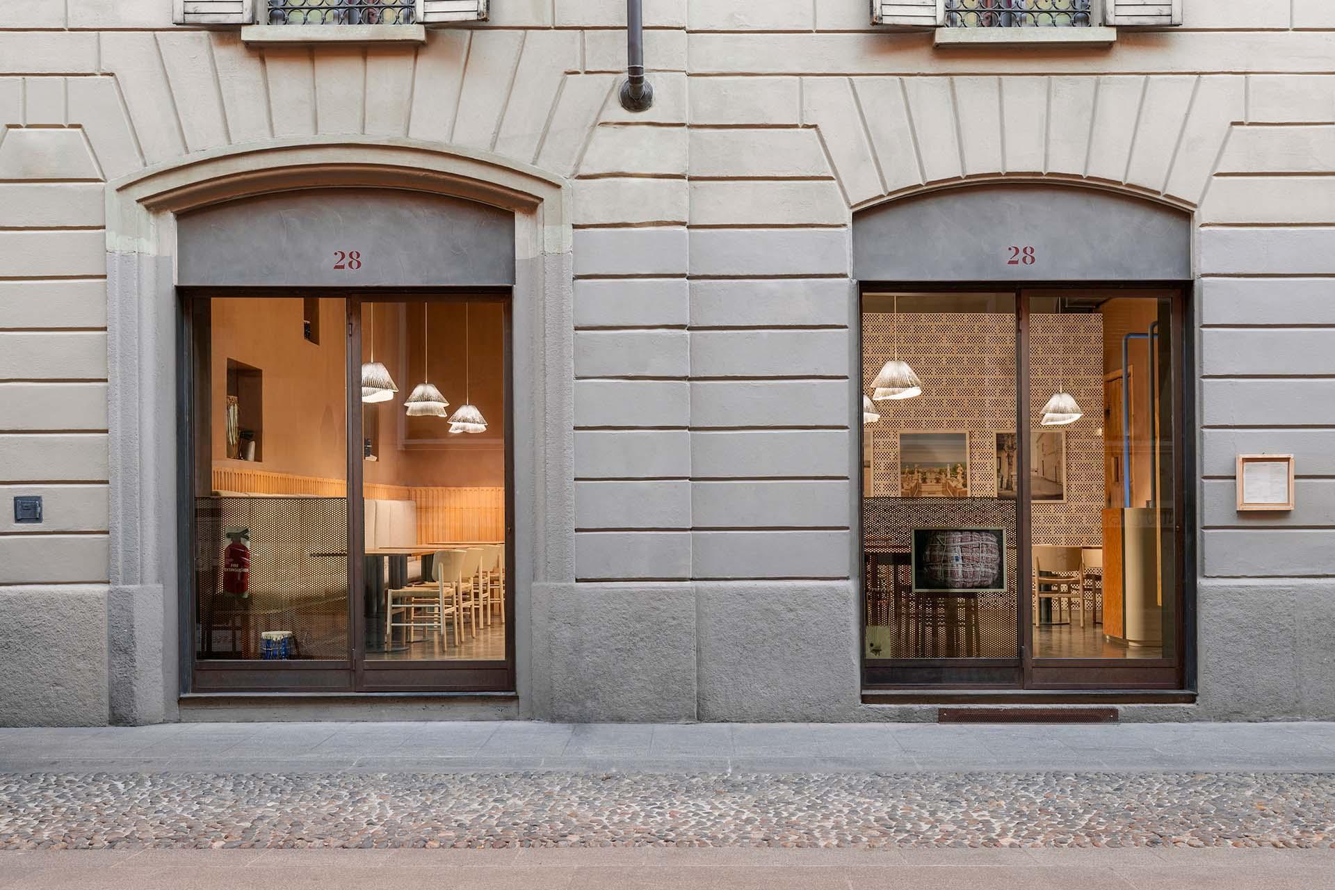 28 Posti Milano l'ingresso