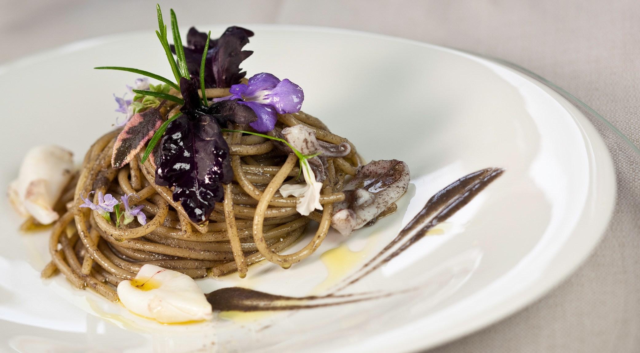 Marianna-Vitale-spaghetti-con-calamaretti-e-rosmarino
