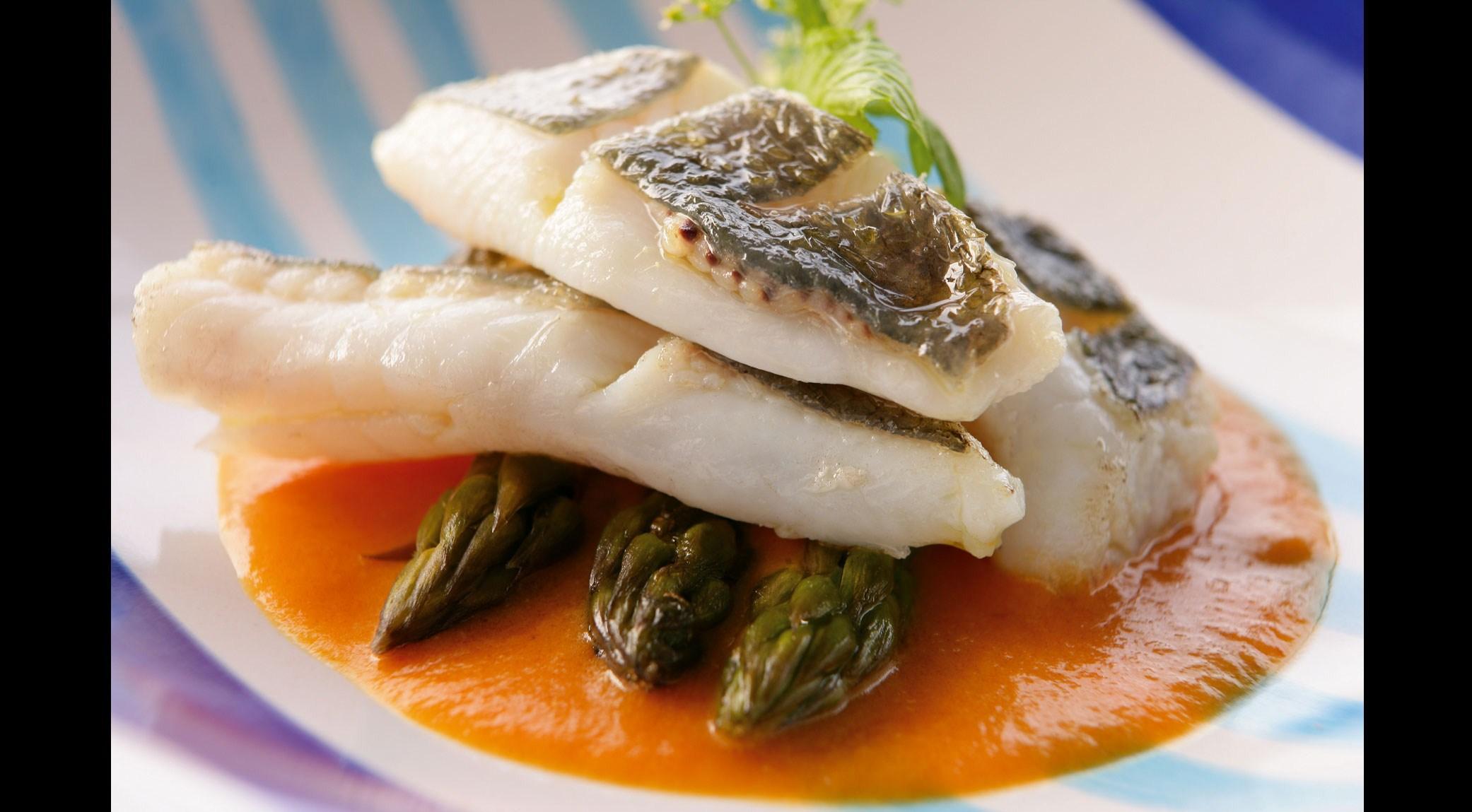 danilo-di-vuolo-chef-piatto-di-pesce-con-asparagi