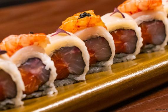 Ricetta Per Uramaki.La Ricetta Dell Uramaki Con Salmone Branzino Capesante Gamberi Di J Contemporary Japanese Restaurant